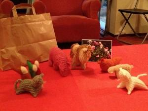 Animalitos de lana tejida y enanos de fieltro y lana cardada